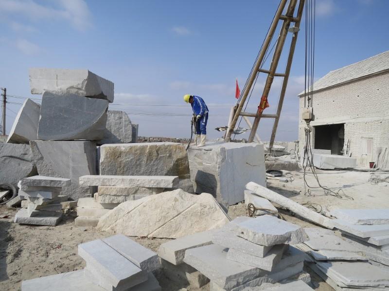 Kamnosek je mojster v oblikovanju kamna