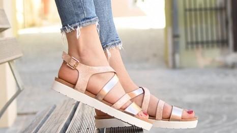 Sandali z zaponko